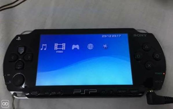 2 PLAYSTATION PORTABLE/PSP-1