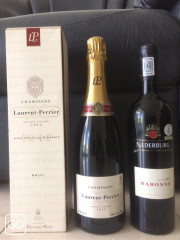 1 CHAMPAGNE LAURENT PERRIER & 1 VIN NEDERBURG