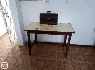TABLE DE BUREAU EN BOIS
