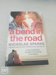"LIVRE - ""A BEND IN THE ROAD"" - NICHOLAS SPARKS"