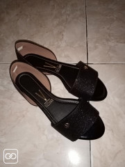 PAIRE DE CHAUSSURES - TAILLE 40